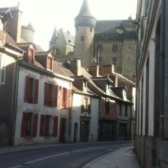 Bajo el castillo